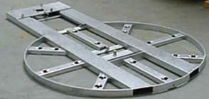 Rám pro zavedení stroje do podlahy