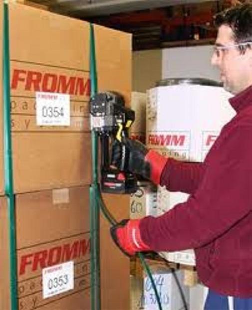 Fromm P318 - páskovací stroje na plastovou pásku